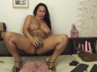 Latina shows off her nude flesh